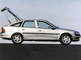Opel Vectra Hatchback (B) 1995–99 pictures