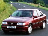 Photos of Opel Vectra Hatchback (A) 1992–95