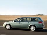 Photos of Opel Vectra Caravan (C) 2003–05