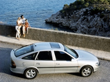Pictures of Opel Vectra Hatchback (B) 1995–99
