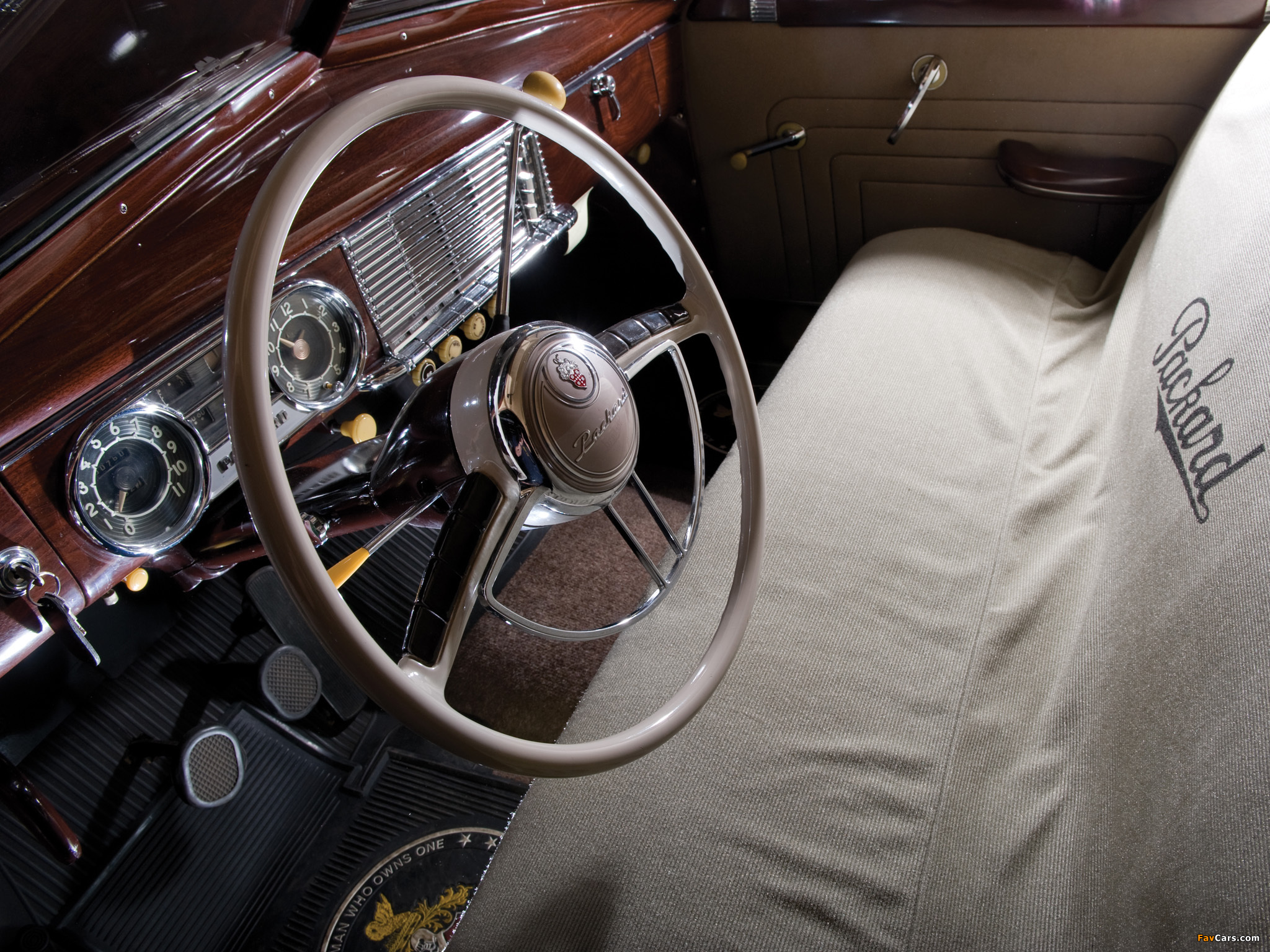 Pictures of Packard Super Deluxe Eight Touring Sedan 1949 (2048 x 1536)