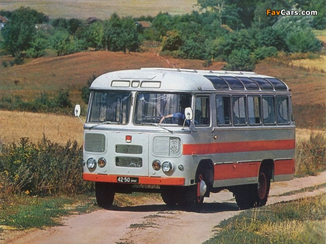 672 1967–82 photos (640 x 480)