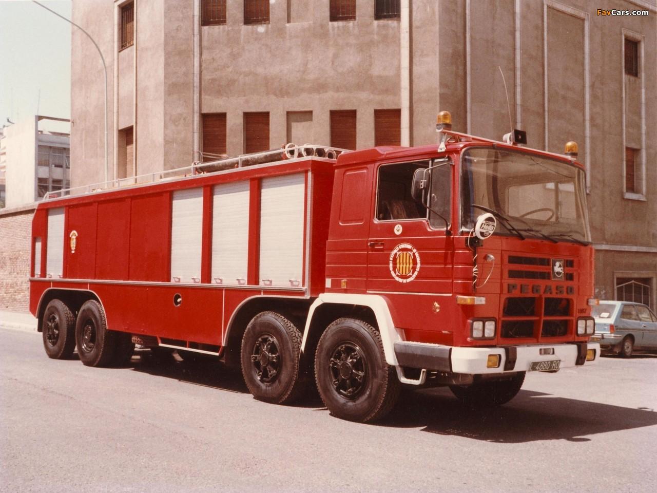 Photos of Pegaso Cuadradas 2089 8x4 Firetruck 1972–75 (1280 x 960)