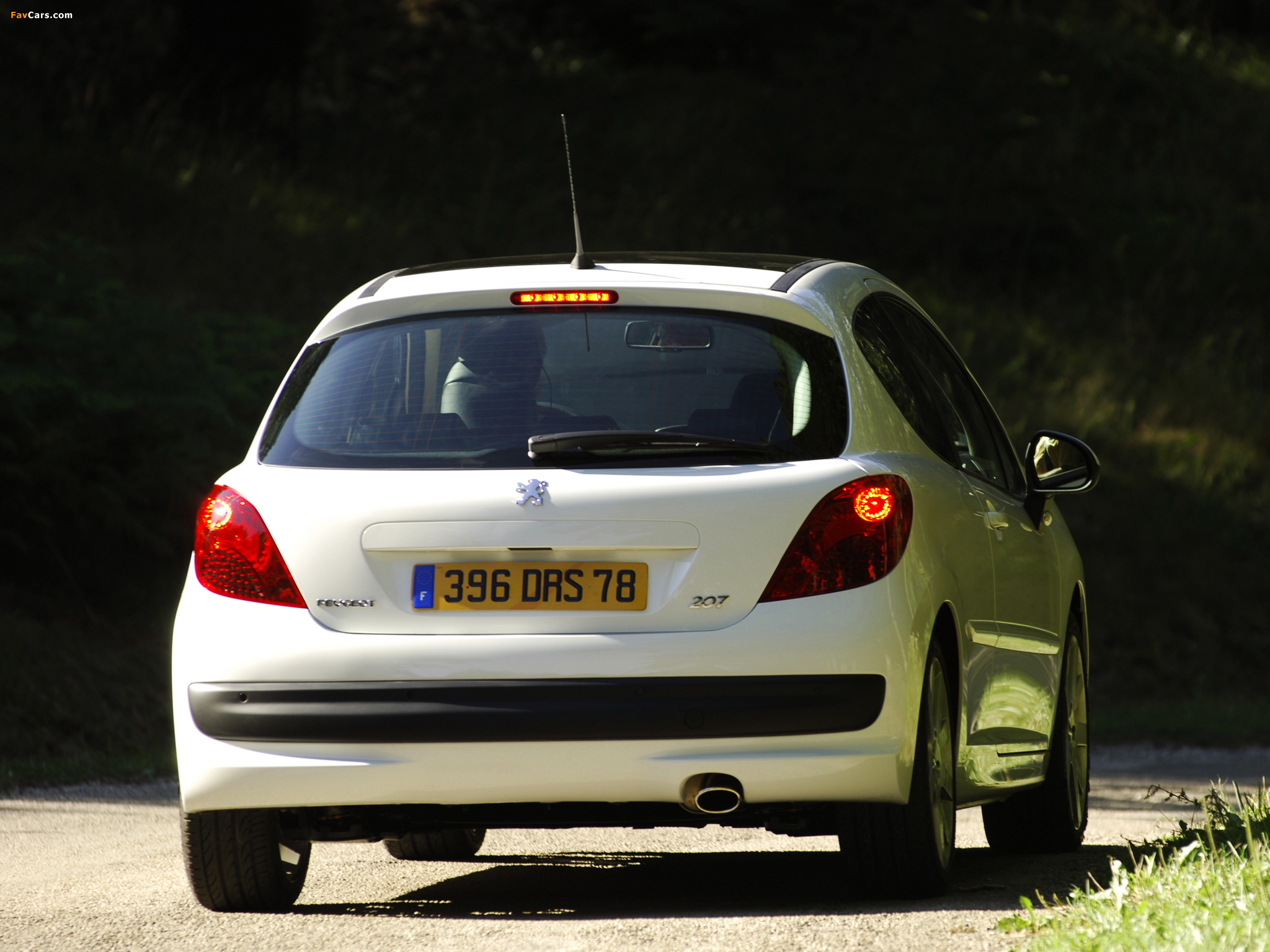 Peugeot 207 3-door 2006–09 wallpapers (2048 x 1536)