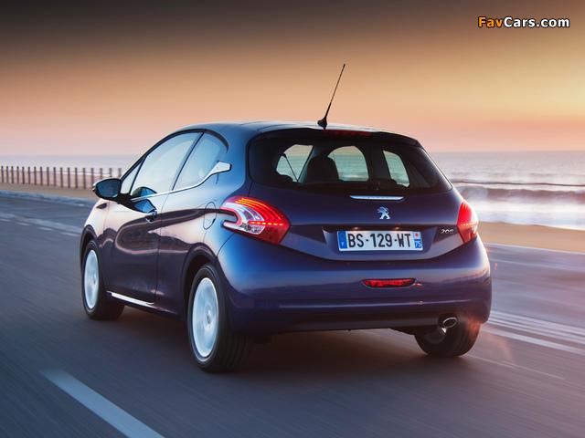 Peugeot 208 3-door 2012 images (640 x 480)