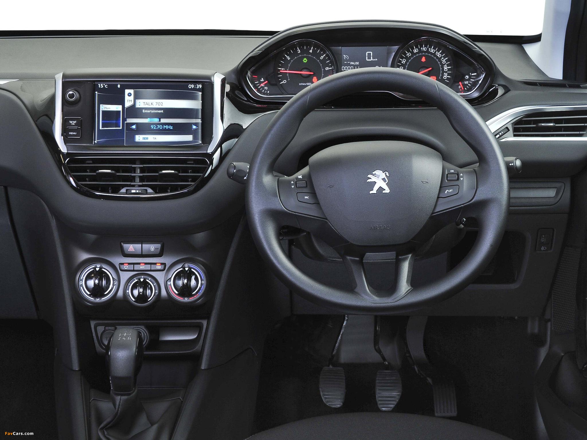 Photos of Peugeot 208 5-door ZA-spec 2012 (2048 x 1536)