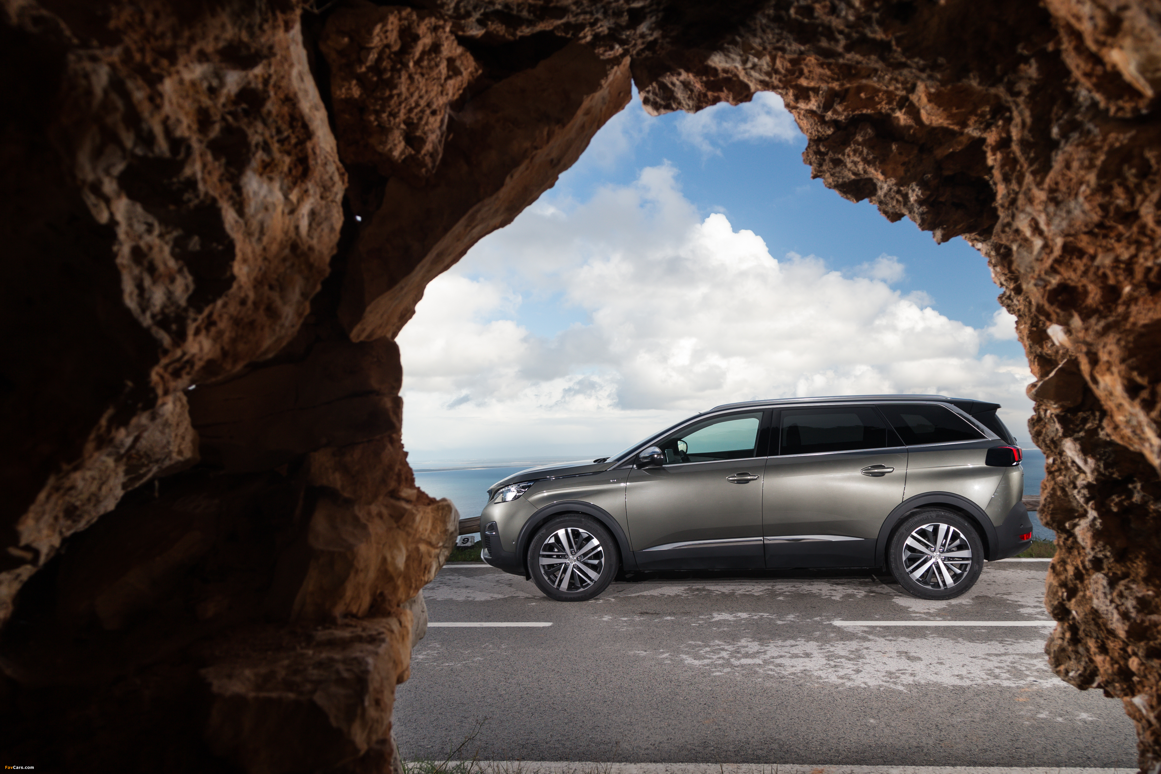 Photos of Peugeot 5008 GT 2017 (4000 x 2667)
