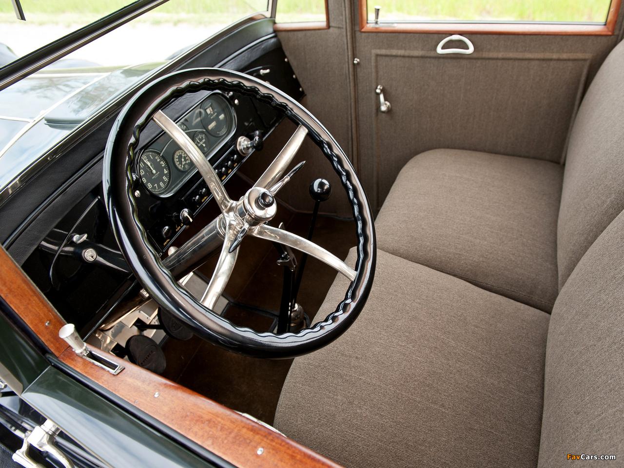 Images of Pierce-Arrow Model 32 Sedan 1920 (1280 x 960)