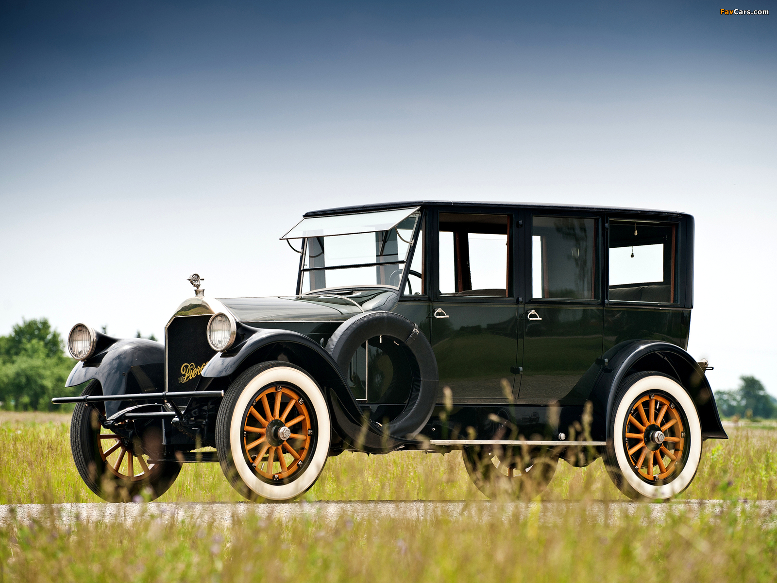 Photos of Pierce-Arrow Model 32 Sedan 1920 (1600 x 1200)