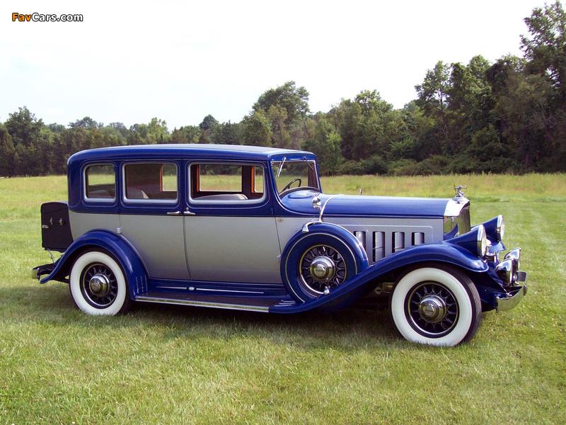 Pierce-Arrow Twelve Touring Sedan 1932 images (800 x 600)