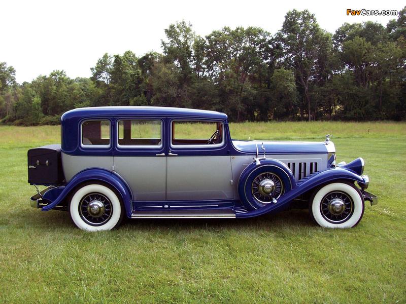 Pierce-Arrow Twelve Touring Sedan 1932 wallpapers (800 x 600)