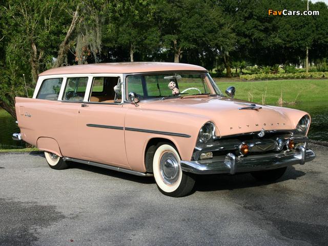 Photos of Plymouth Deluxe Suburban 1956 (640 x 480)