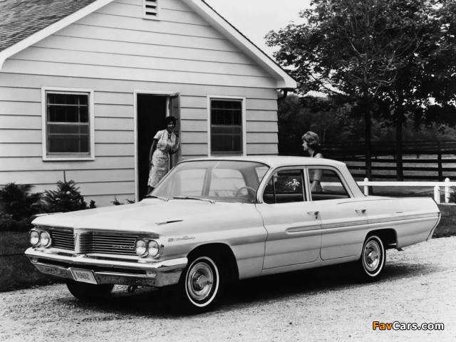 Pontiac Strato Chief 4-door Sedan 1962 pictures (640 x 480)