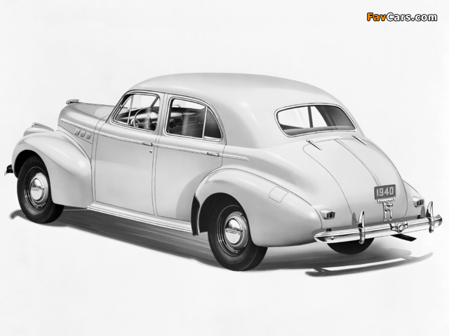 Images of Pontiac Torpedo Eight Touring Sedan (2919) 1940 (640 x 480)