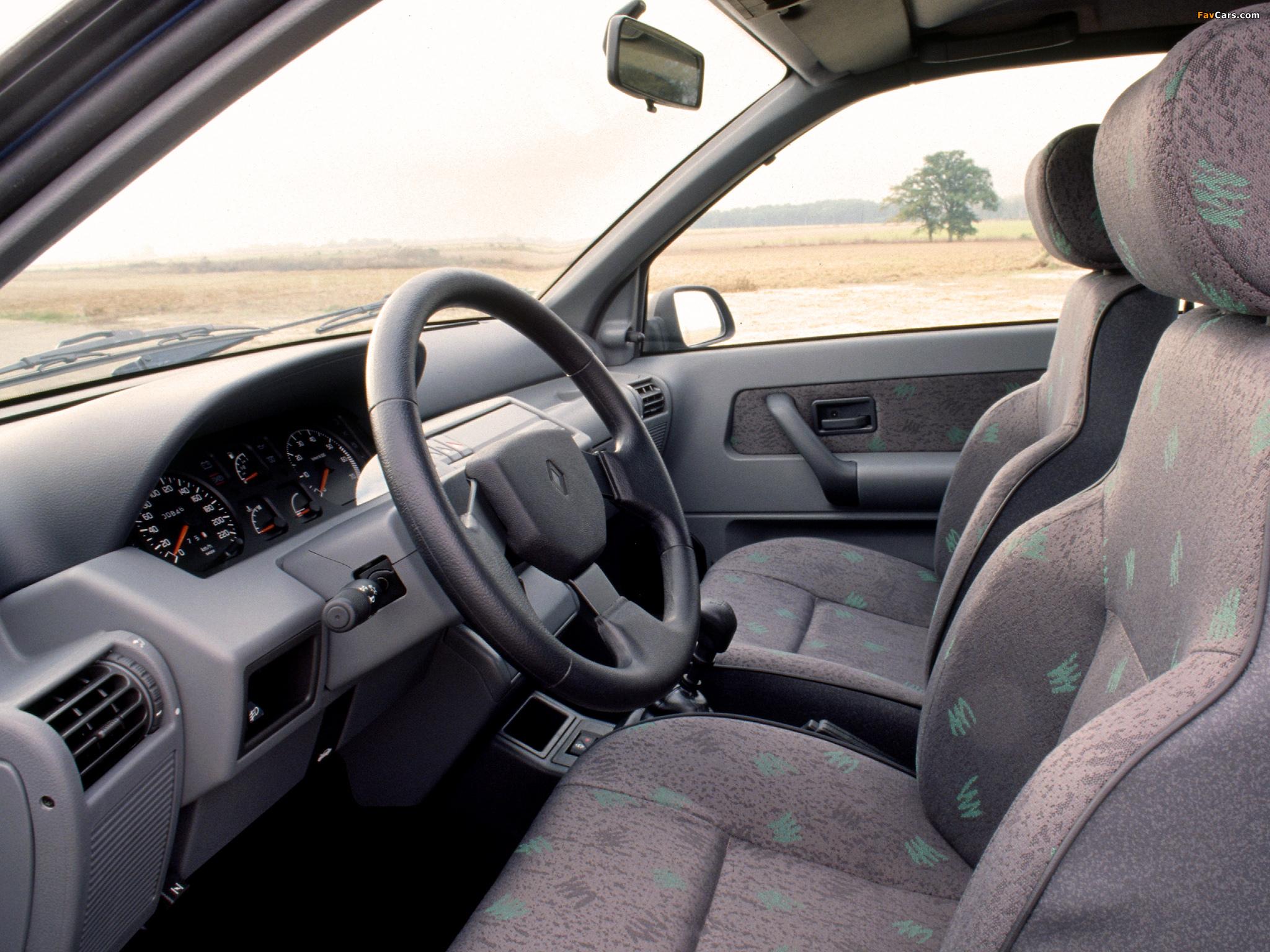 Images of Renault Clio 3-door 1990–97 (2048 x 1536)