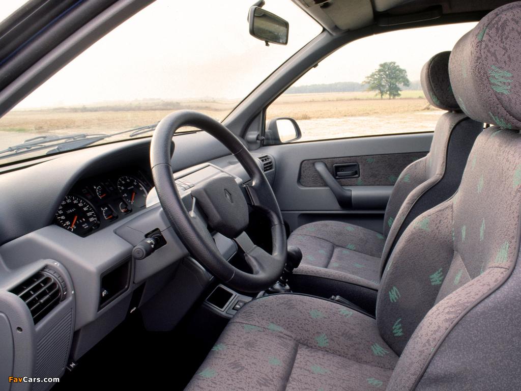 Images of Renault Clio 3-door 1990–97 (1024 x 768)