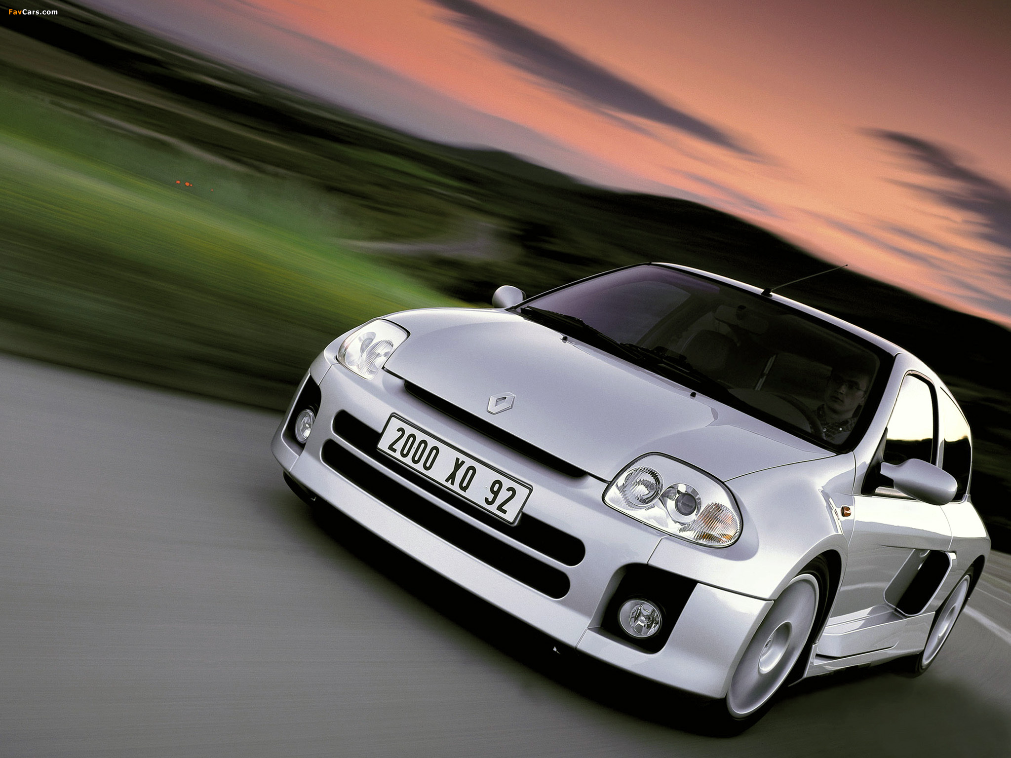 Images of Renault Clio V6 Sport 1999–2001 (2048 x 1536)
