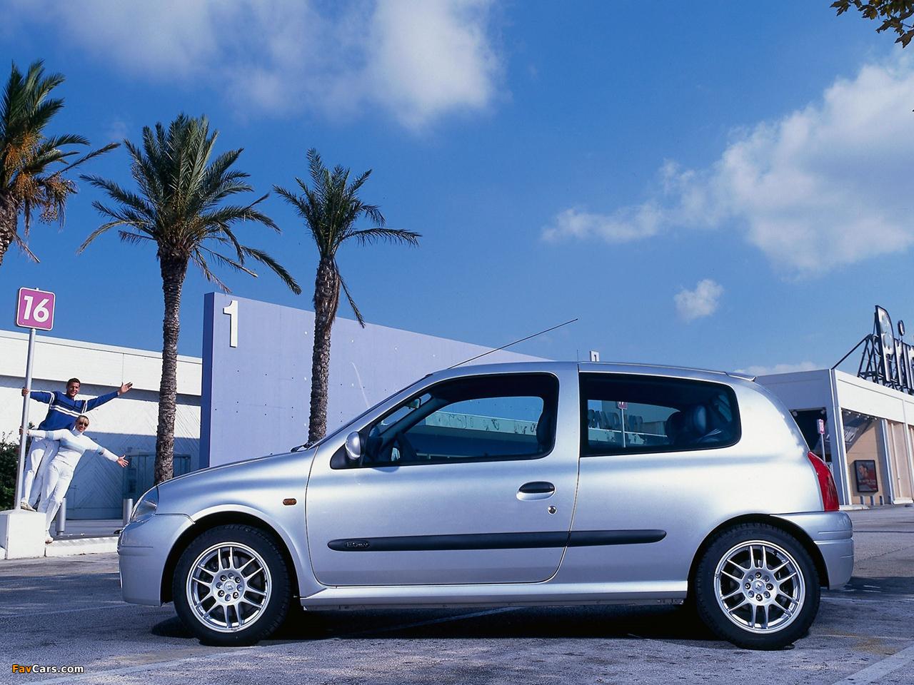 Photos of Renault Clio 3-door 1998–2001 (1280 x 960)
