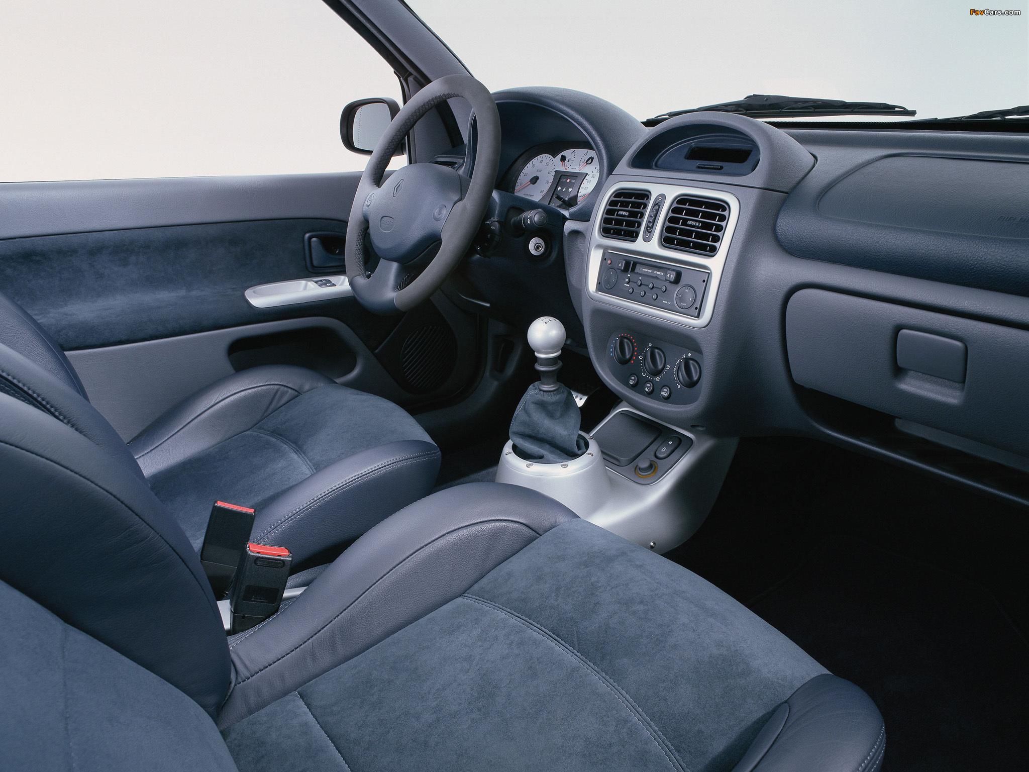 Photos of Renault Clio V6 Sport 1999–2001 (2048 x 1536)