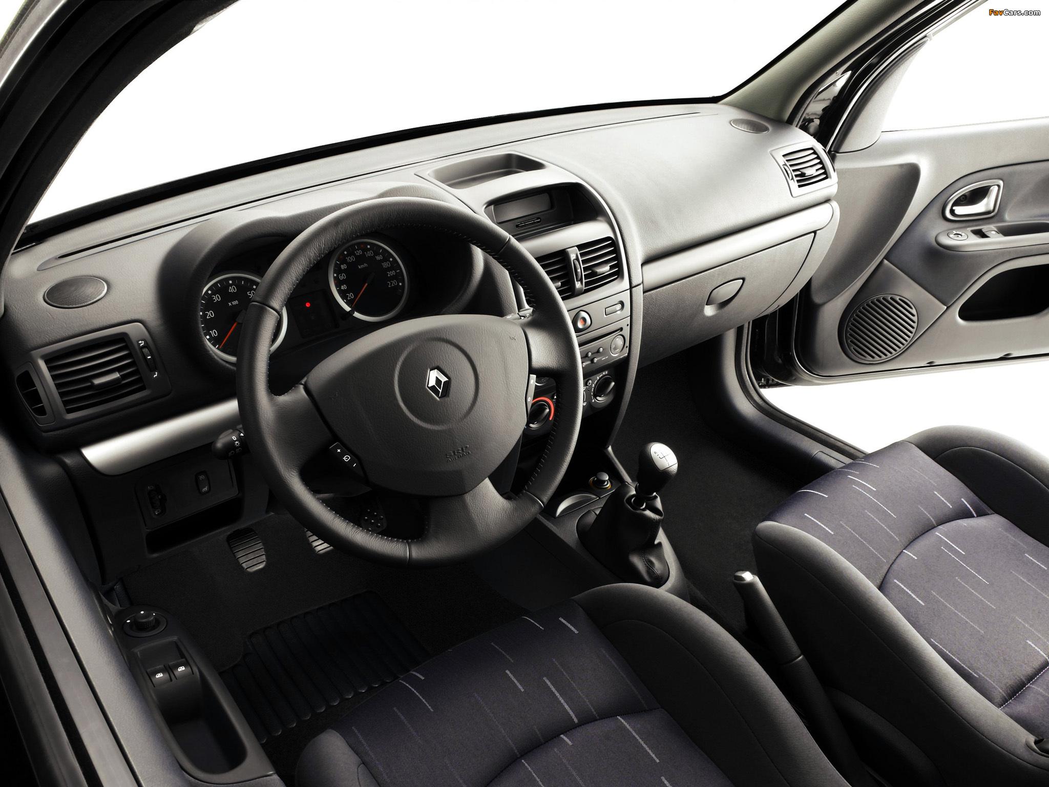 Renault Clio 5-door 2001–05 photos (2048 x 1536)