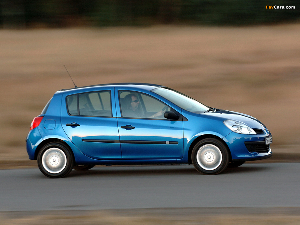 Renault Clio 5-door ZA-spec 2006–09 photos (1024 x 768)