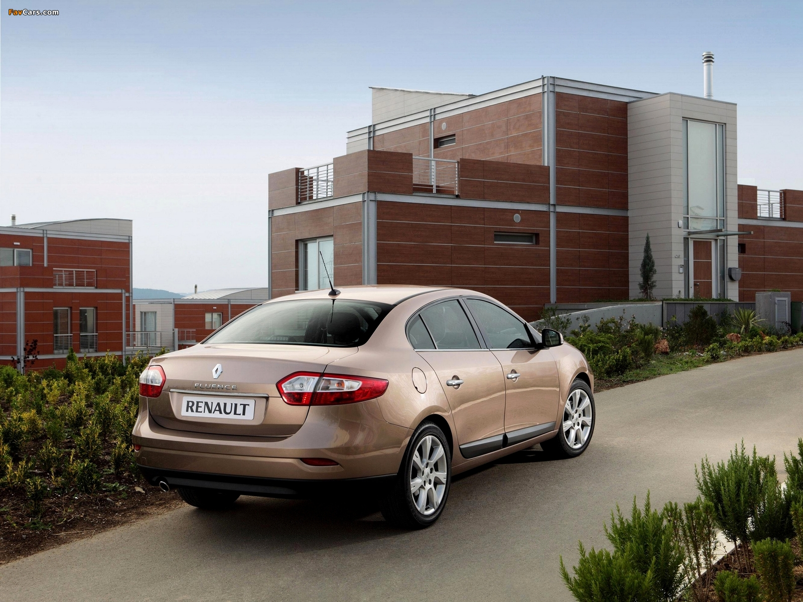 Renault Fluence 2009 wallpapers (1600 x 1200)
