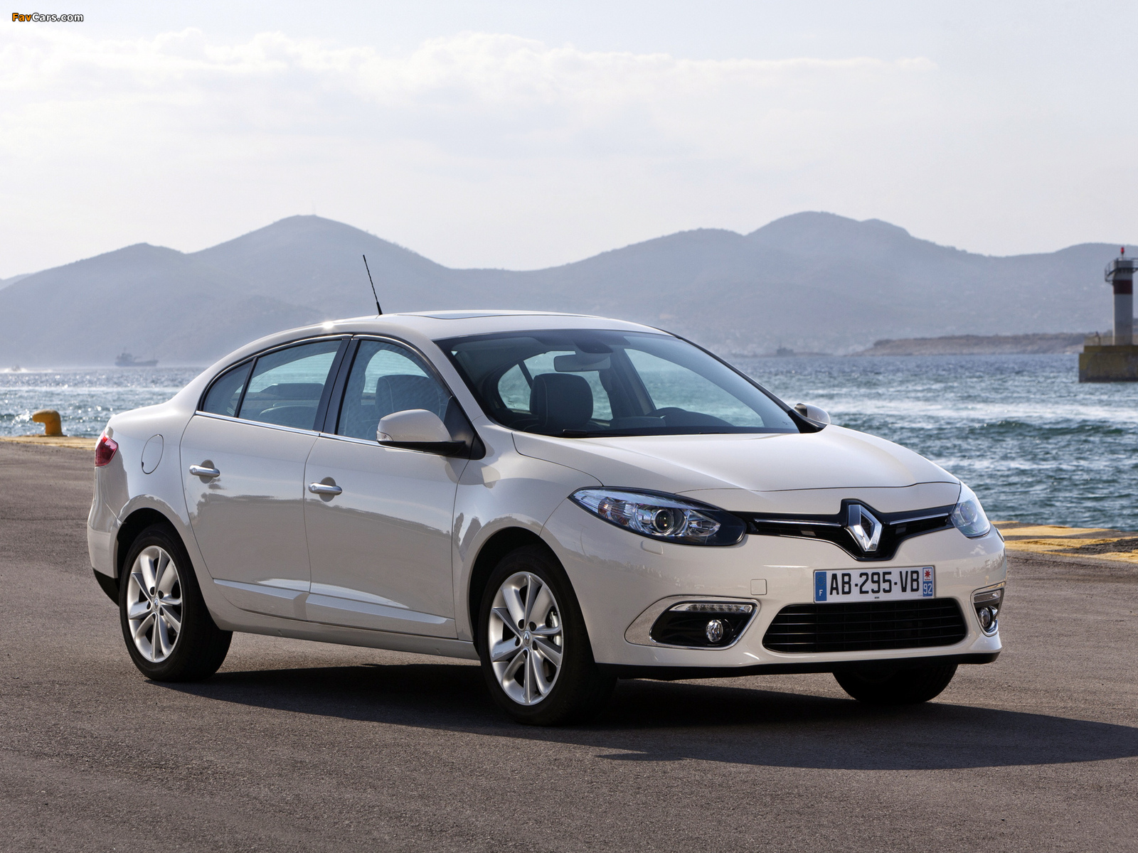 Renault Fluence 2012 wallpapers (1600 x 1200)