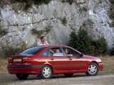 Photos of Renault Laguna Hatchback 1998–2000