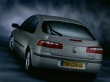 Photos of Renault Laguna Hatchback 2000–05
