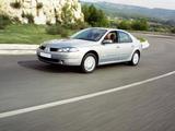 Photos of Renault Laguna Hatchback 2005–07