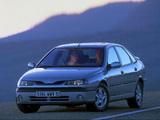 Pictures of Renault Laguna Hatchback 1998–2000