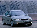 Pictures of Renault Laguna Hatchback 2000–05