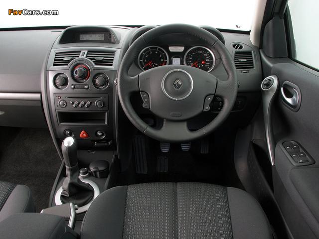 Photos of Renault Megane 5-door ZA-spec 2006–09 (640 x 480)
