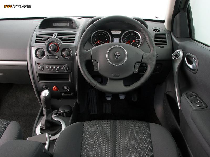 Photos of Renault Megane 5-door ZA-spec 2006–09 (800 x 600)