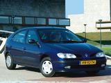 Pictures of Renault Megane Hatchback 1995–99