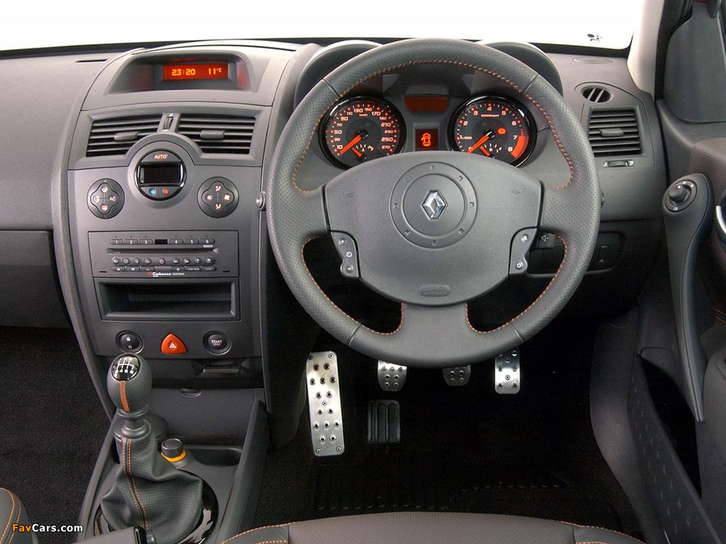 Renault Megane RS 3-door ZA-spec 2004–06 photos (1024 x 768)