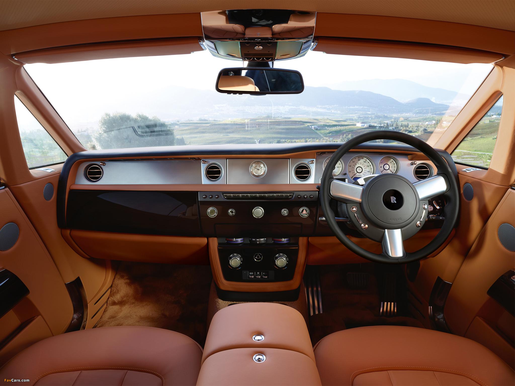 Images of Rolls-Royce Phantom Coupe UK-spec 2012 (2048 x 1536)