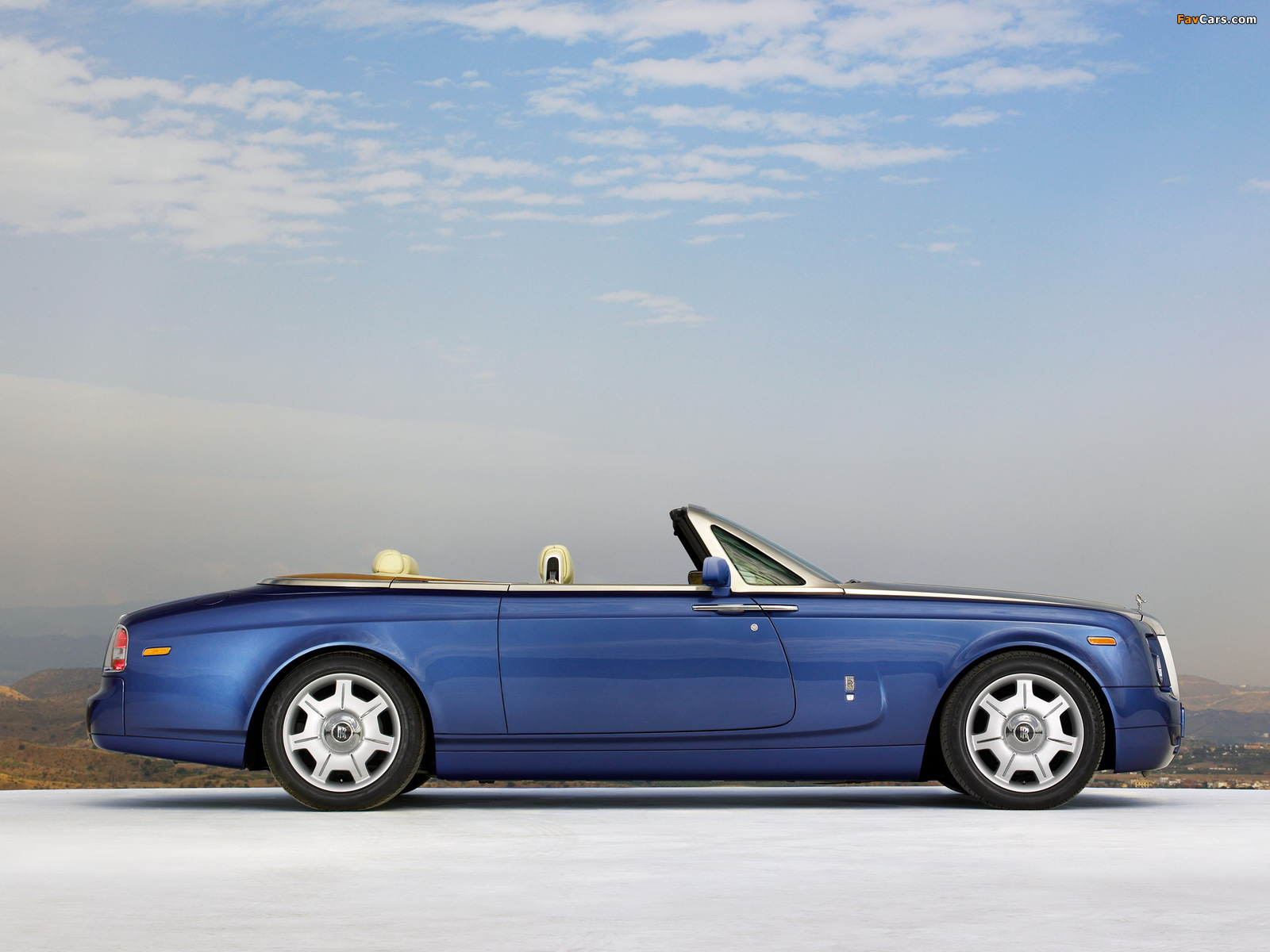 Pictures of Rolls-Royce Phantom Drophead Coupe UK-spec 2008–12 (1600 x 1200)
