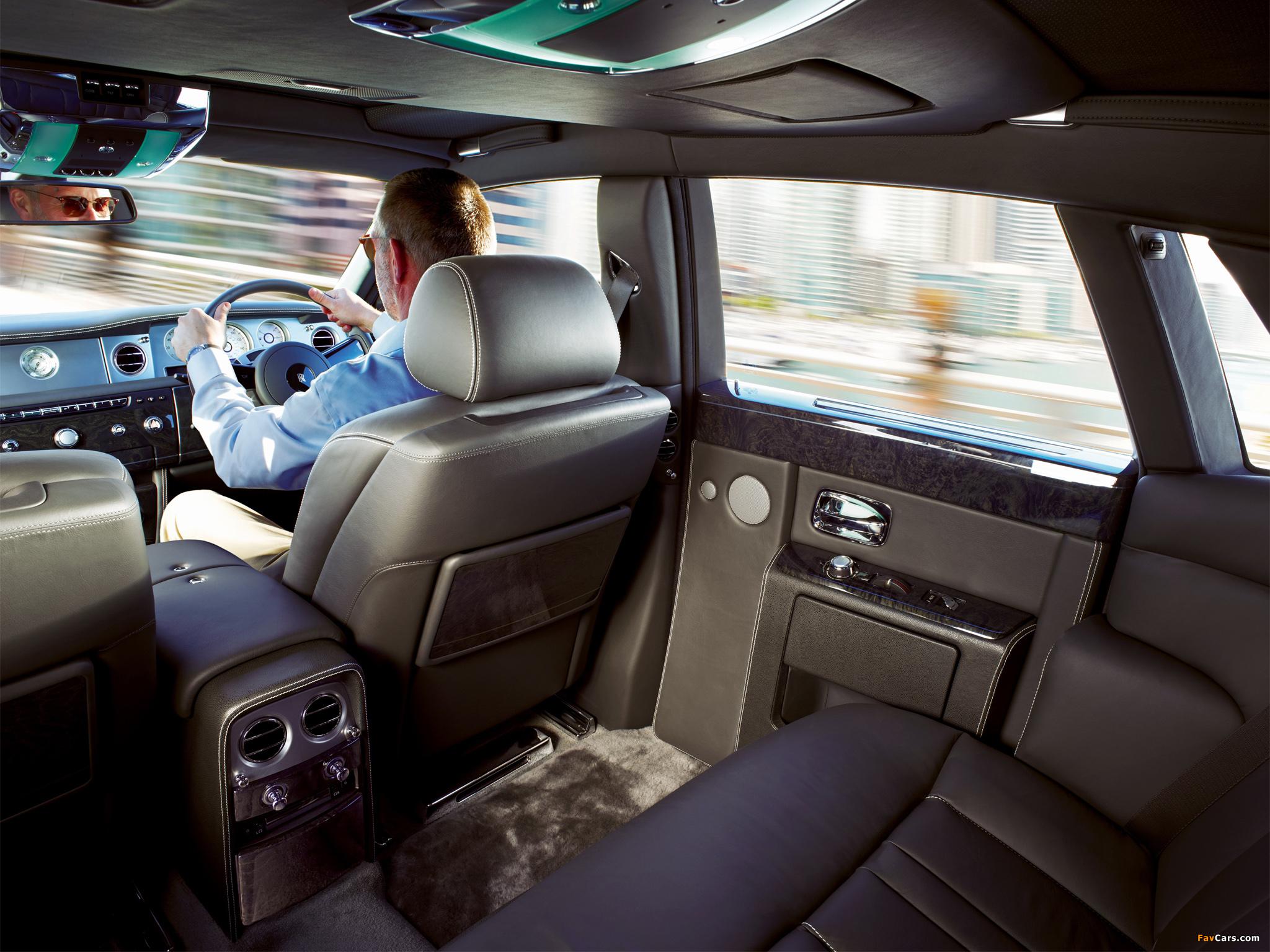 Rolls-Royce Phantom UK-spec 2012 images (2048 x 1536)