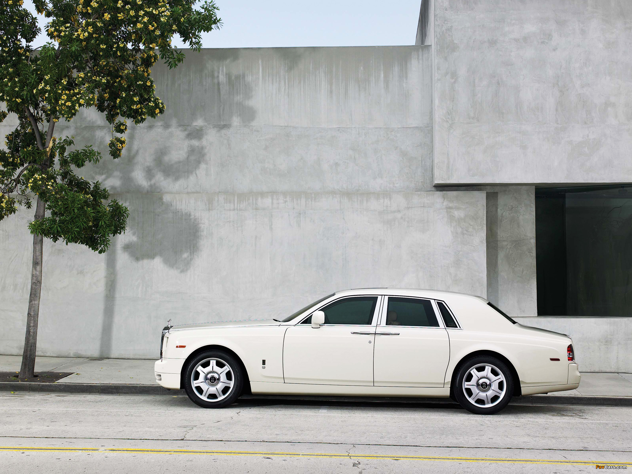Rolls-Royce Phantom 2009 images (2048 x 1536)