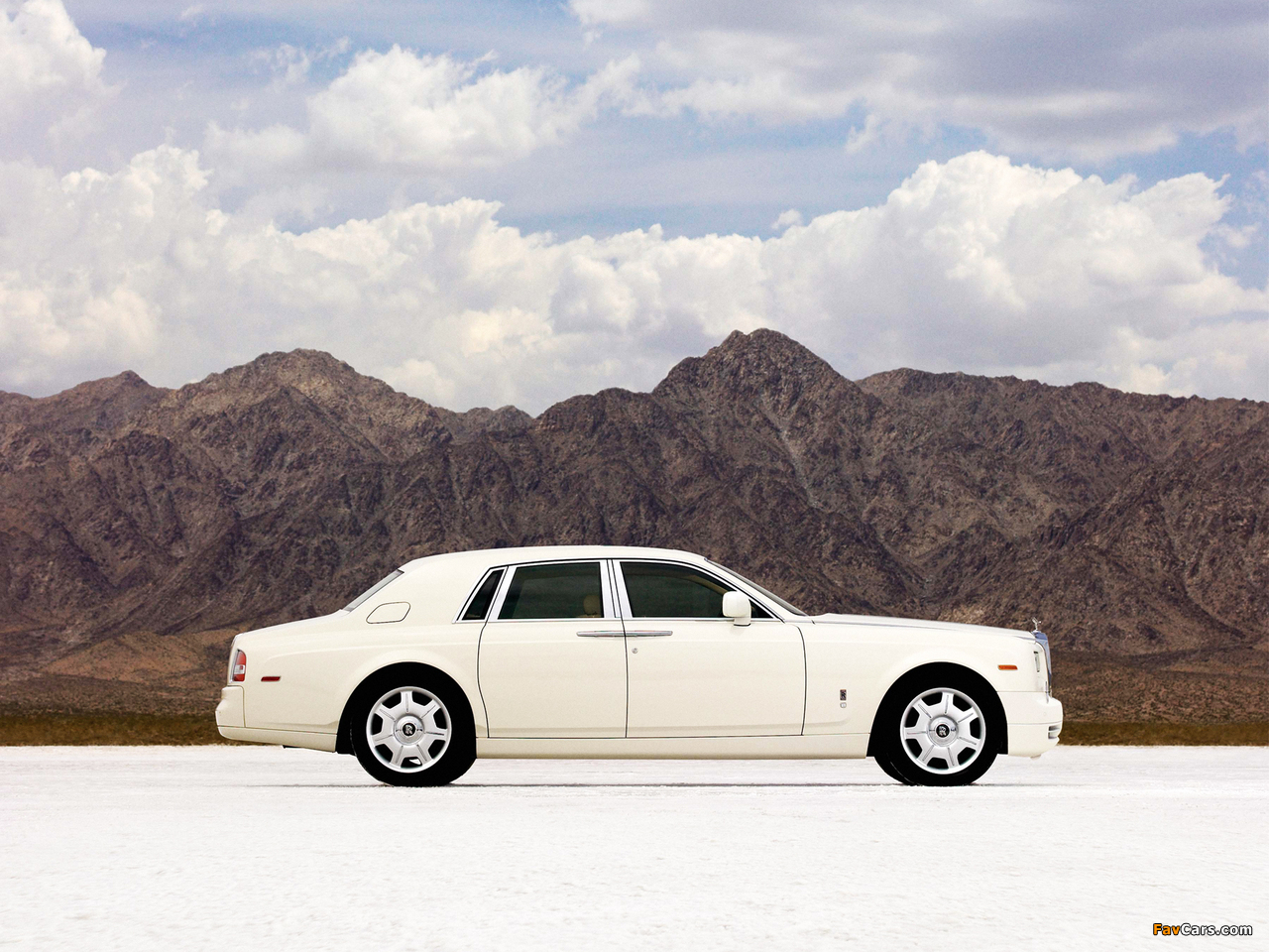 Rolls-Royce Phantom 2009 wallpapers (1280 x 960)