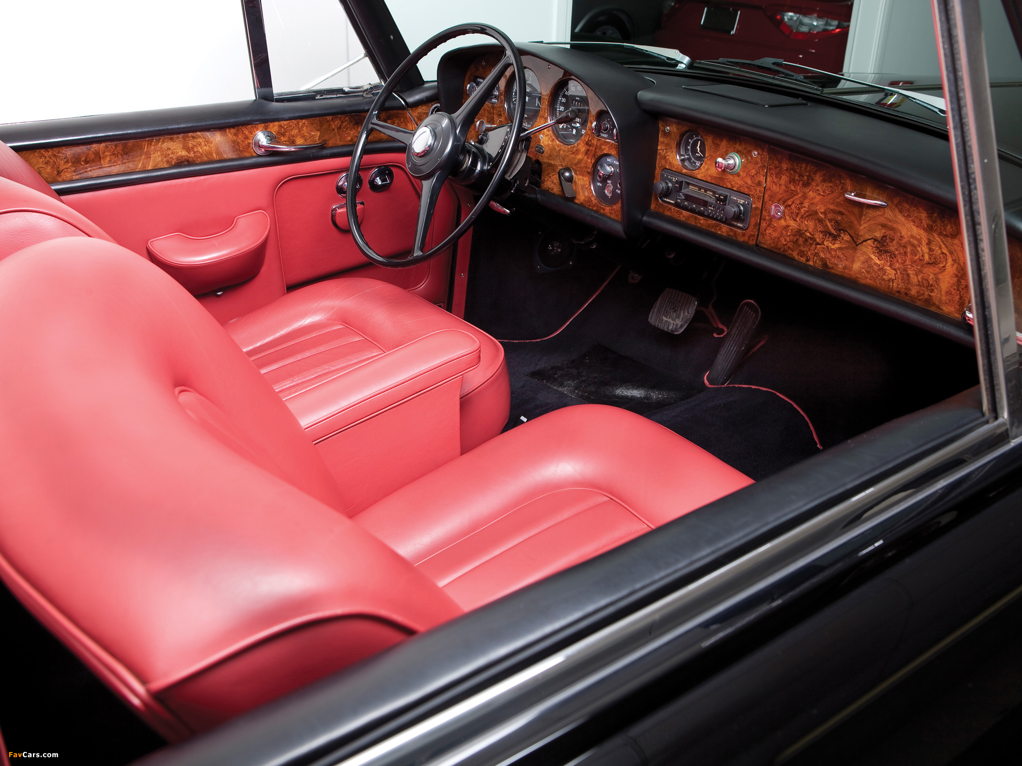 Images of Rolls-Royce Silver Cloud Mulliner Park Ward Drophead Coupe (III) 1966 (2048 x 1536)