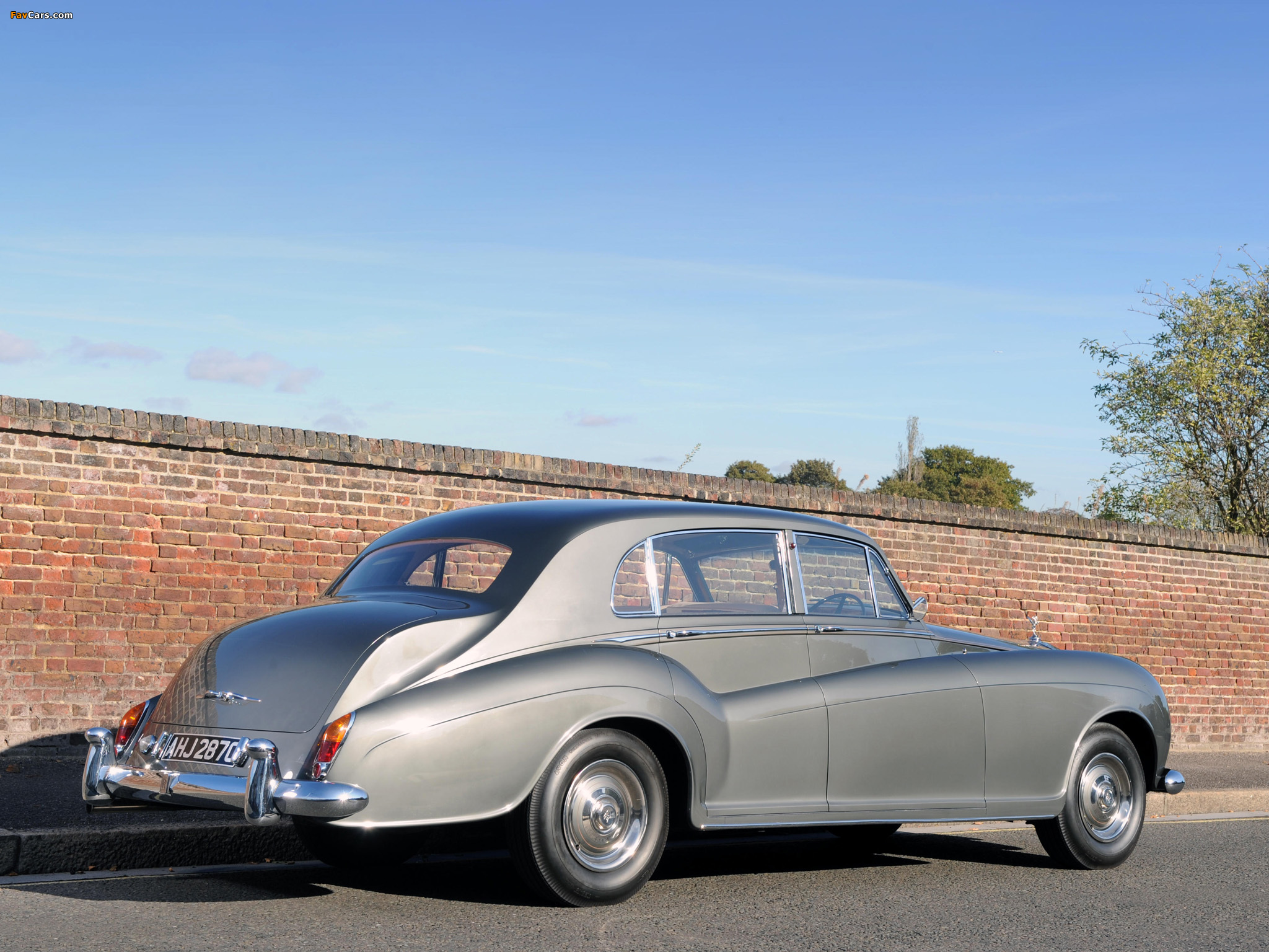 Rolls-Royce Silver Cloud LWB Saloon by James Young (III) 1962–65 photos (2048 x 1536)