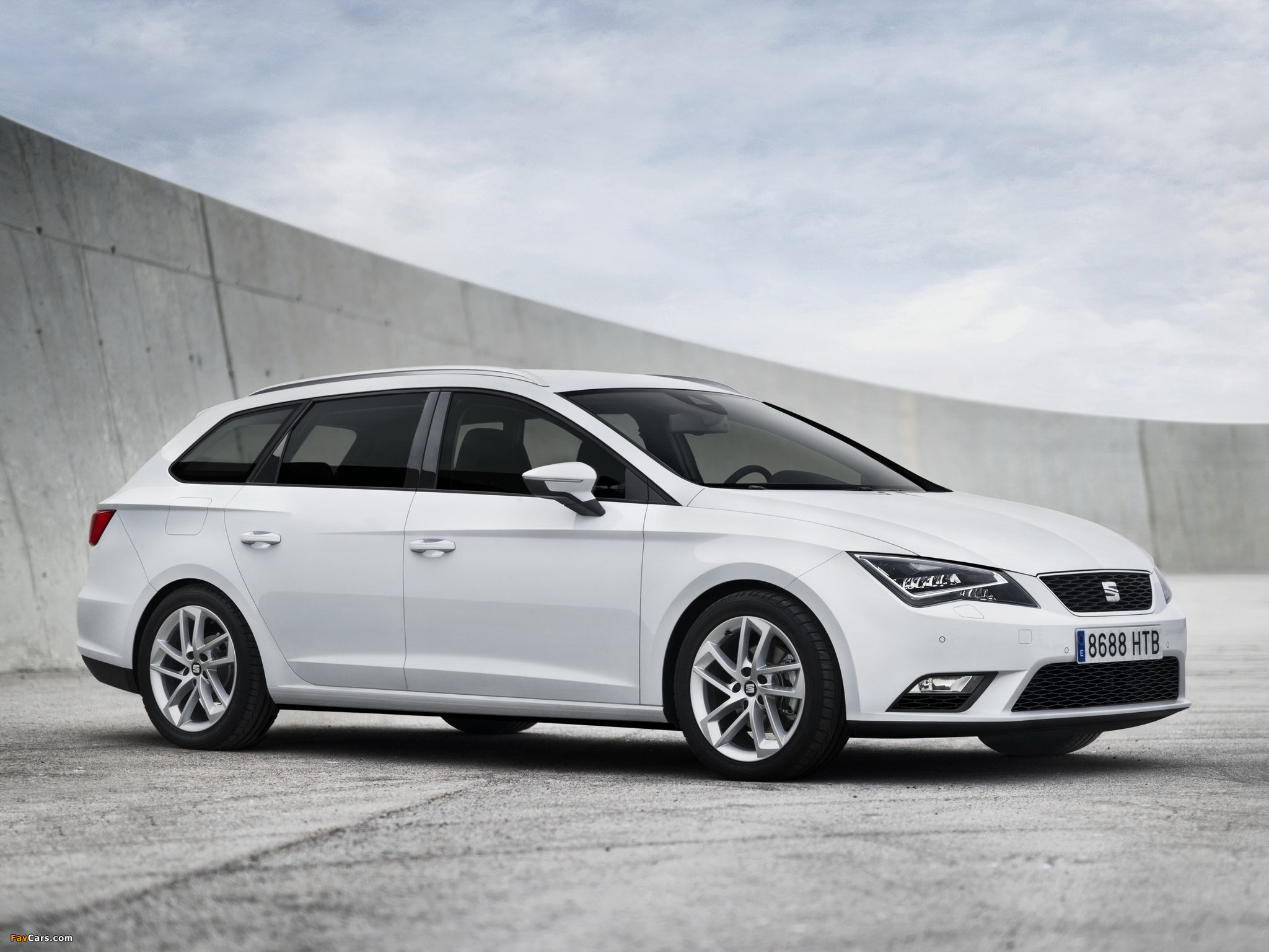 Seat Leon ST 2013 pictures (2048 x 1536)