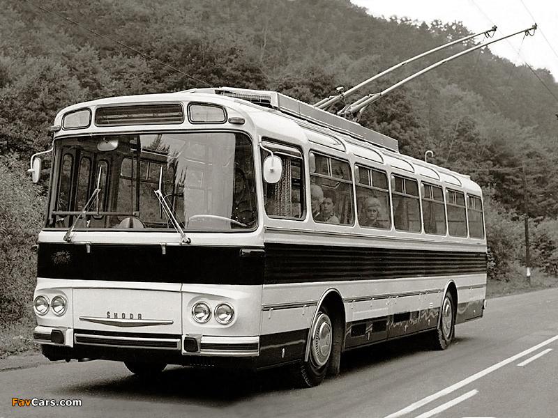 Škoda 11Tr 1967 photos (800 x 600)