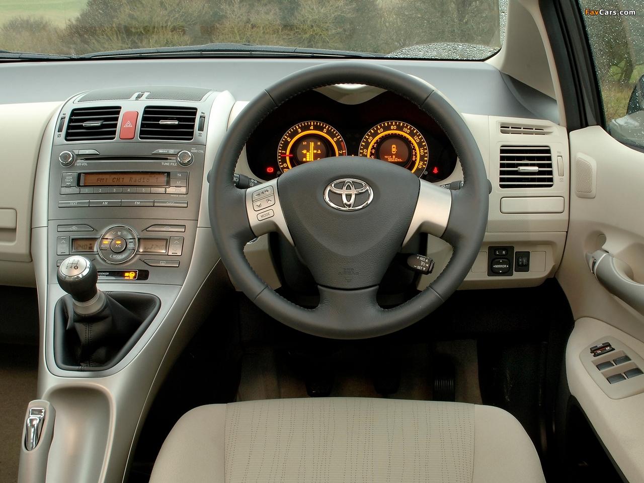 Images of Toyota Auris 5-door UK-spec 2007–10 (1280 x 960)