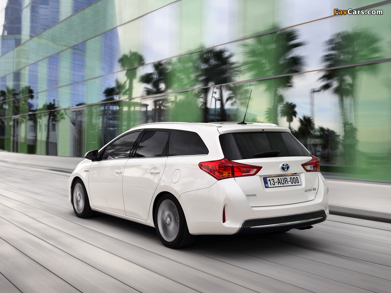 Images of Toyota Auris Touring Sports Hybrid 2012 (800 x 600)