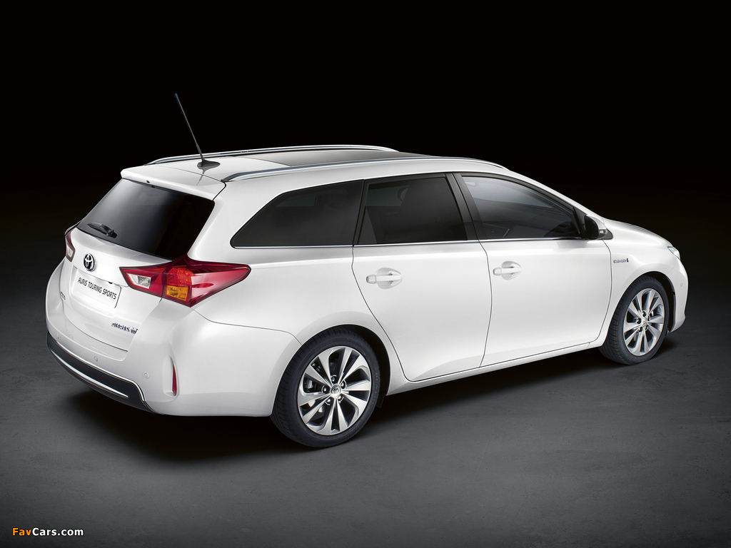 Images of Toyota Auris Touring Sports Hybrid 2012 (1024 x 768)