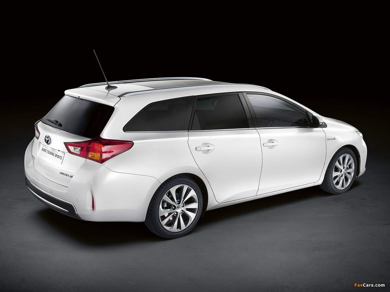 Images of Toyota Auris Touring Sports Hybrid 2012 (1280 x 960)