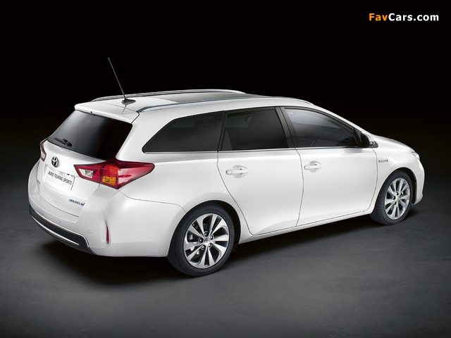 Images of Toyota Auris Touring Sports Hybrid 2012 (640 x 480)